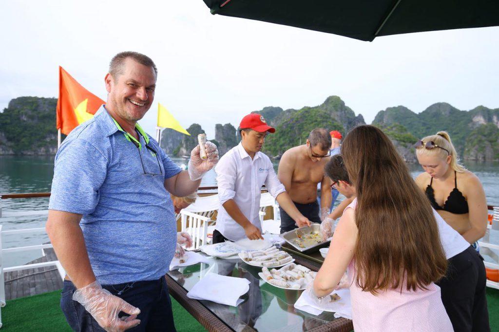 học nấu ăn trên du thuyền