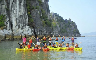 Giá vé chèo thuyền kayaking ở Vịnh Hạ Long