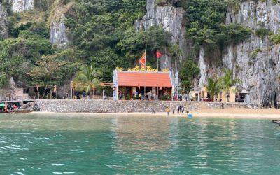 Đền Bà Men,nơi tâm linh linh thiêng của ngư dân trên vịnh
