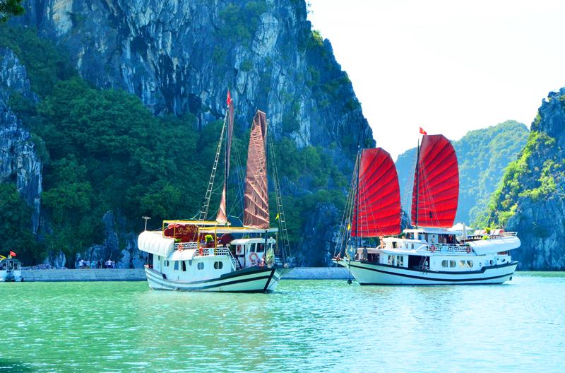 Những khách sạn nổi trên Vịnh Hạ Long